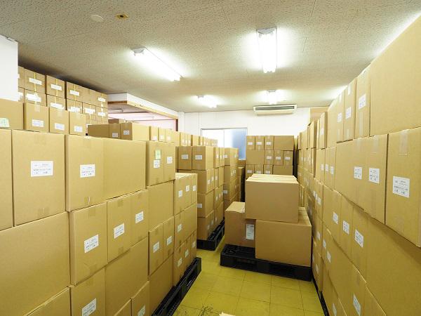 ぞくぞくとEC企業の仲間から集まる荷物。EC企業出身の信頼の形がここにある。